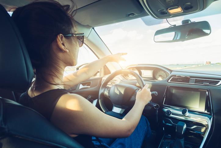 Mitos e verdades sobre usar o carro em ponto morto
